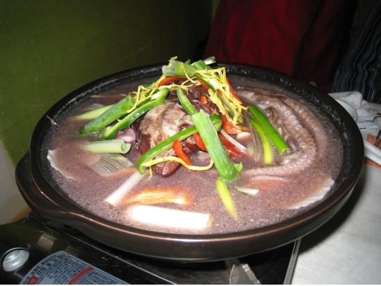 最後に閉めででてきた海鮮鍋(うどんも入っていて美味!)