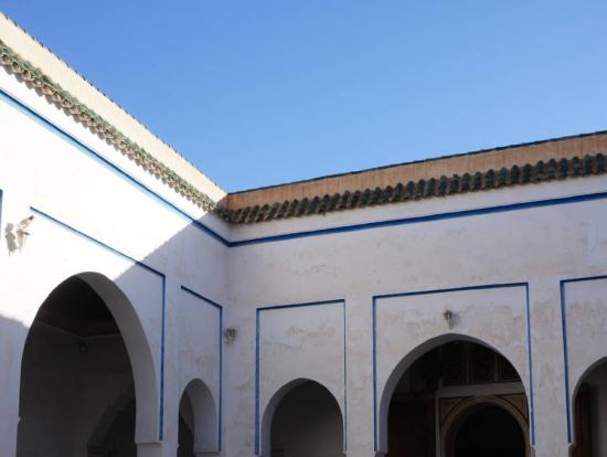 バヒア宮殿の中庭。中央の水盤がアクセント。