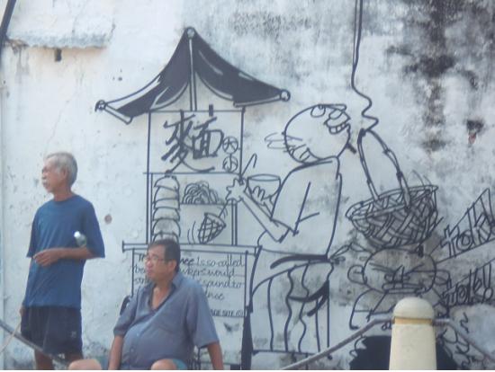 ストリートアートと現地の人がマッチしてますね。