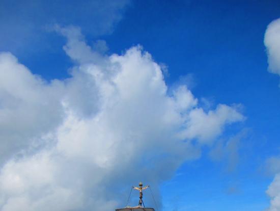 ツアー船2Fにデッキがあり風と波しぶきをあびるのがお勧め!