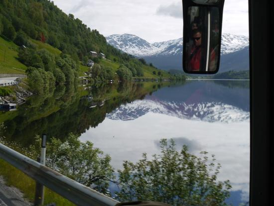 ヴォス~グドヴァンゲンのバス車窓