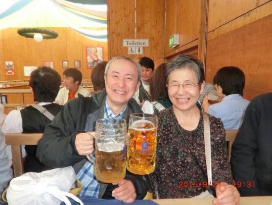 アルコールがダメな妻は、1Lのリンゴジュースを注文(これもアリです!)。勿論、僕は1Lのビールで乾杯!