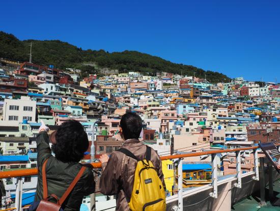 甘川文化村です。(空が雲一つもなく青いです。)