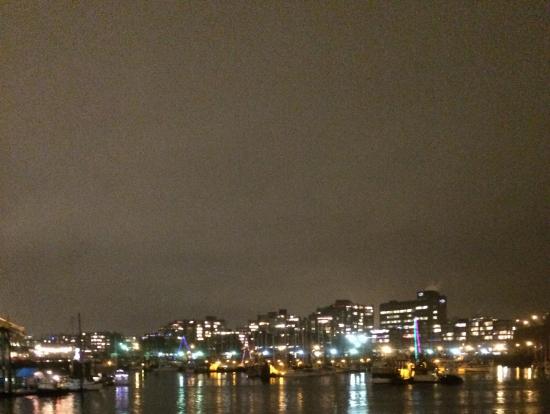 天気が良ければさらに夜景を楽しめると思います。デッキに出られますが結構寒いです。