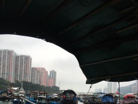 アバディーン。サイパン船で水上生活を見学。