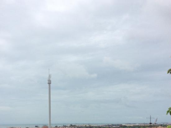 丘からマラッカ海峡が見えました