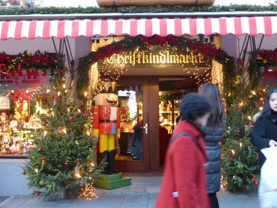 ローデンブルグのおもちゃ屋。中はクリスマス飾りがいっぱい。