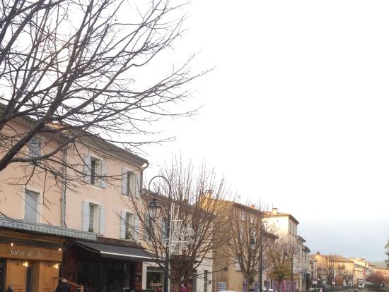 雨上がりのリルスールラソルグアンティーク雑貨の街