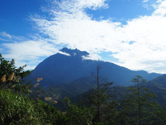 広場から眺めるキナバル山は絶景でした!