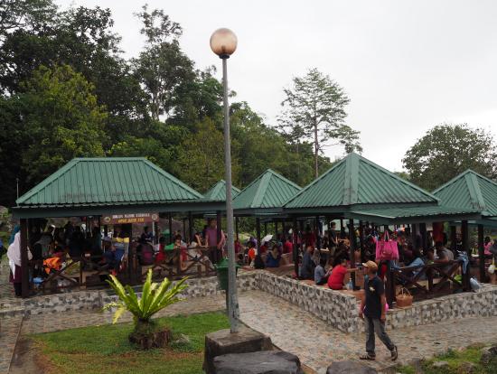 Chinese Holidayの真っただ中で温泉は地元の方達と観光客でいっぱい。