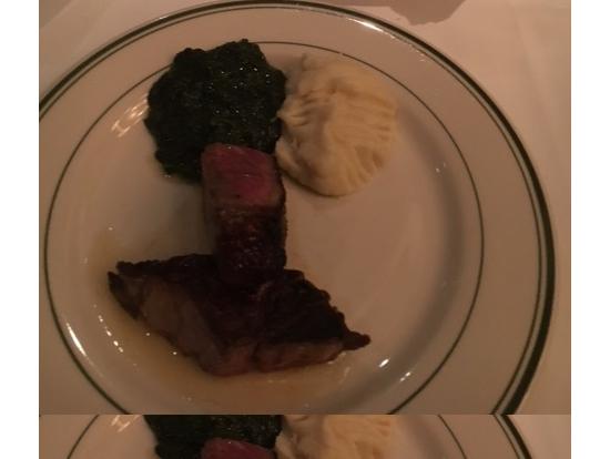 メインのステーキに、ホウレン草のクリーム煮とマッシュポテトは取り分けてくれる!