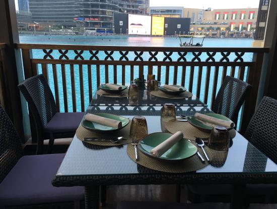 テラスのテーブルはリゾートっぽい
