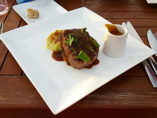メインディッシュのステーキ、美味しかった