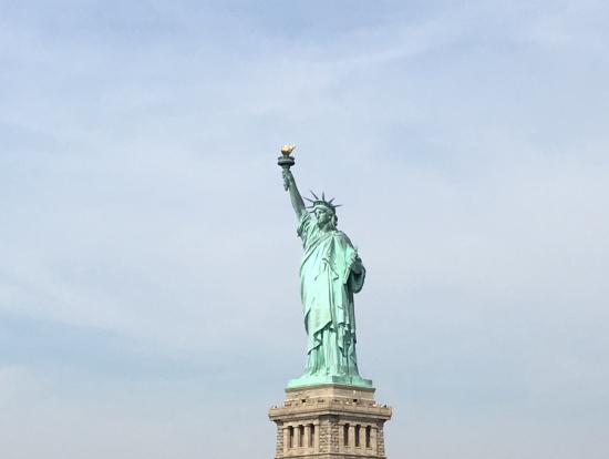 自由の女神を撮影するには、往きのフェリーの右側に!