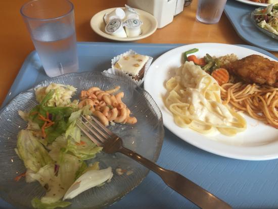 お昼ご飯のブッフェ