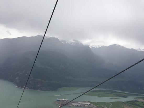 怖いくらい高い。山から海を見られる