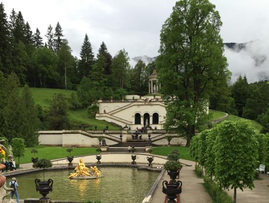 リンダーホーフ城の庭