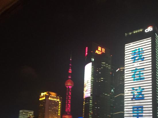 上海はビルがすごいですね。