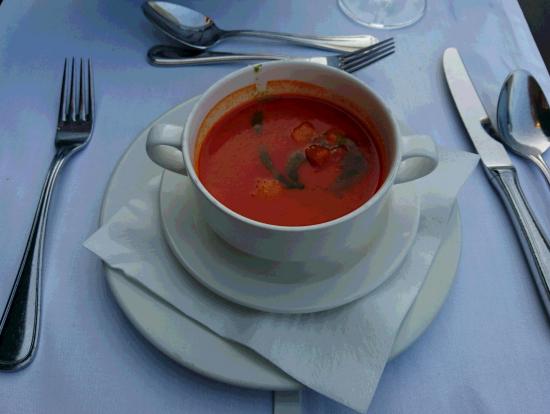 クルトン入りトマトスープ