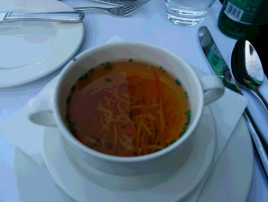 夫:根菜類入りコンソメスープ