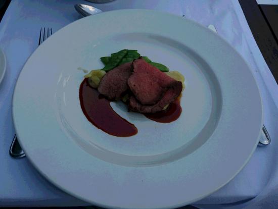 私:肉(ローストビーフ?)料理