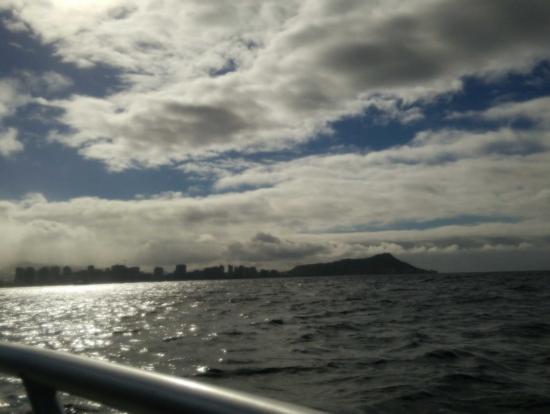 パラセイリング前の船から見るダイヤモンドヘッド