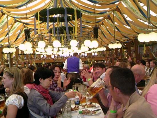 ビールとお祭り好きの方にお薦めします。