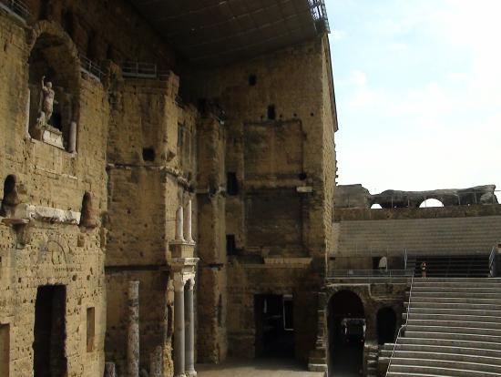 オランジュ 劇場