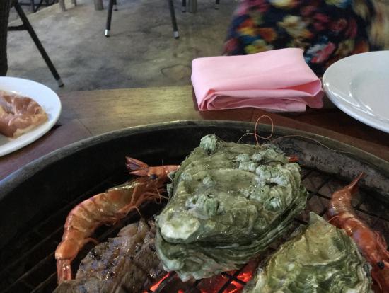 海鮮、お肉美味しい〜!