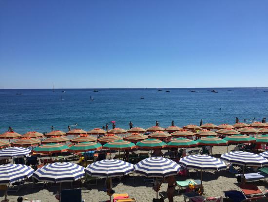 モンテロッソの海岸