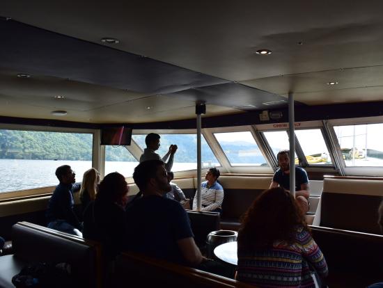 ネス湖クルーズでは船員さんがネッシー探索の話をして下さいました。