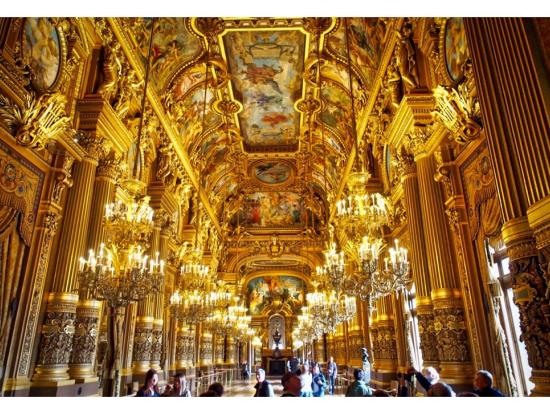 大休憩室はベルサイユ宮殿の鏡の間より豪華でした(金ぴかとも言えますが (^^; )