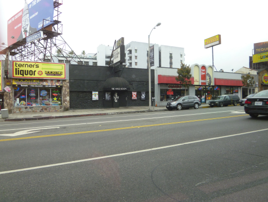 黒い建物がジョニデのナイトクラブ(以前の)
