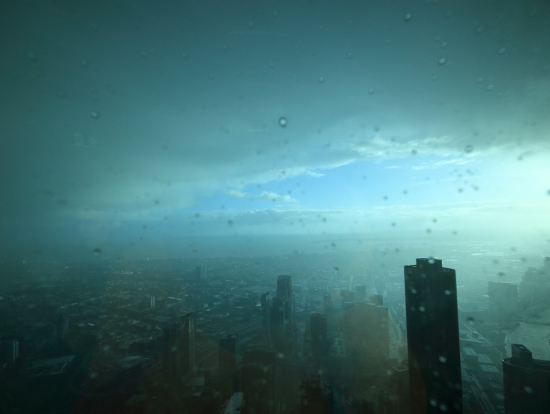 超高層ビルならではの幻想的な景色。