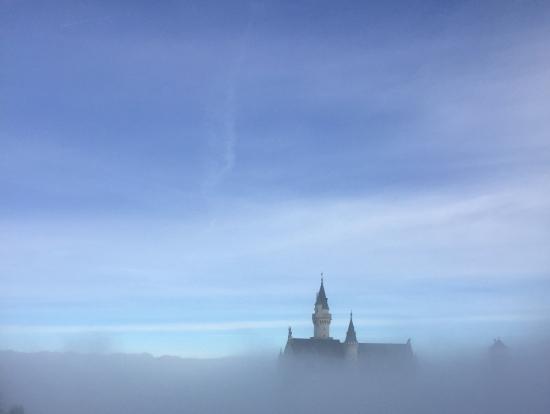 濃霧で見えなかったノイシュバン。かえって幻想的⁈