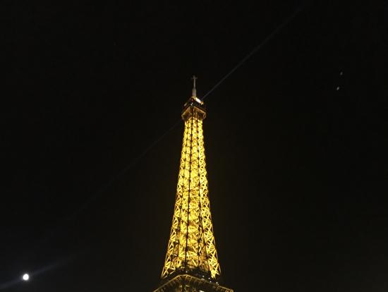 エッフェル塔の夜景は素晴らしい