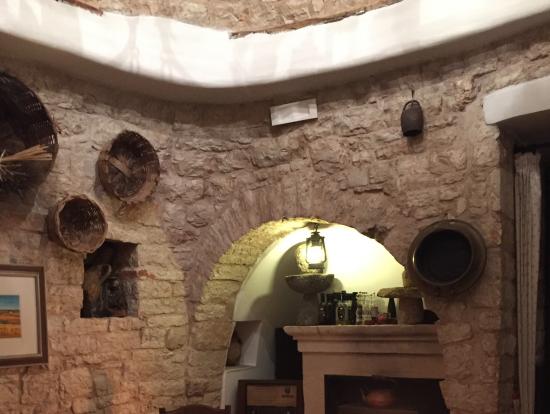 とんがり屋根のレストラン内部