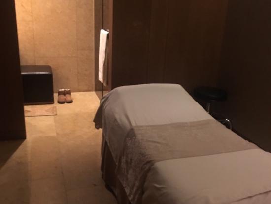 お部屋は完全個室。シャワーもついています。