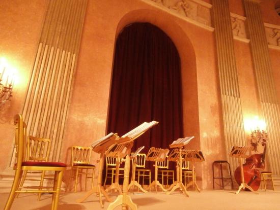 演奏前の舞台