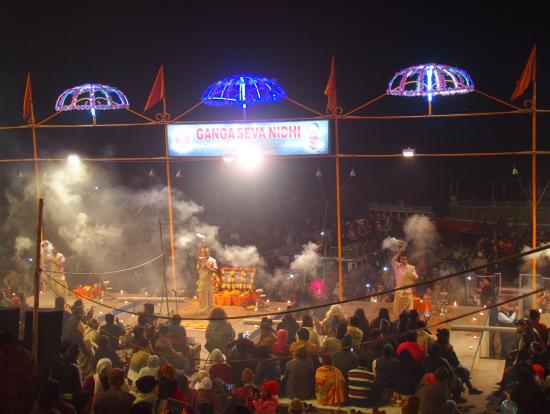 ガートでのヒンズー教のお祈り