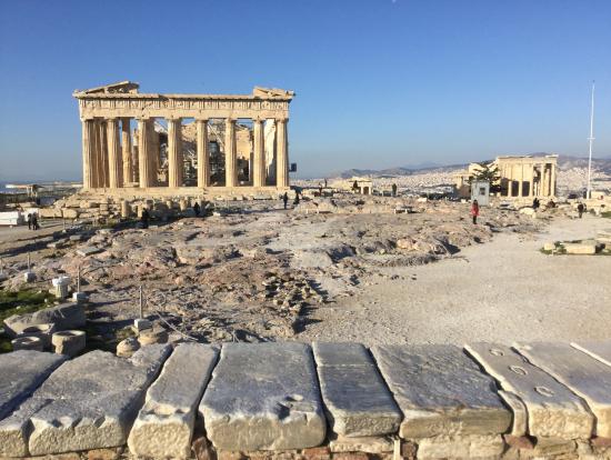 パルテノン神殿がある丘の上で撮影しました
