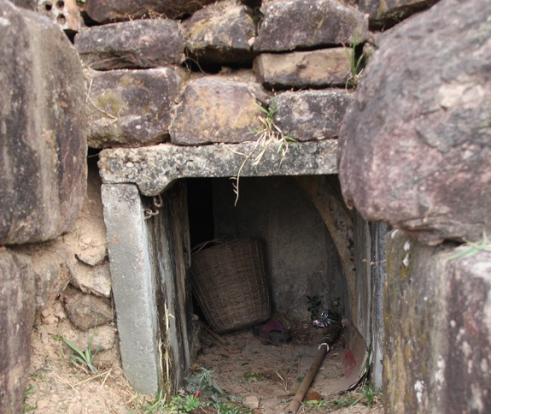 遺跡の下の塹壕跡