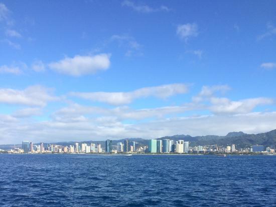 海上から見るホノルル