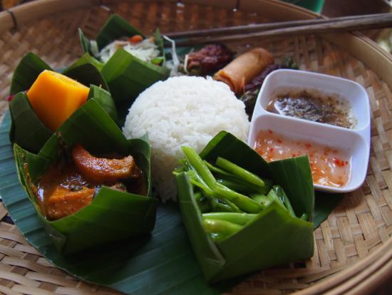 ランチ★カンボジア料理はとてもおいしいです。スープ付★