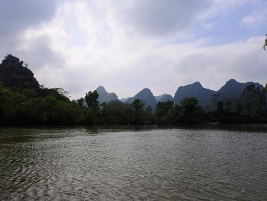 寺の麓までは舟で移動