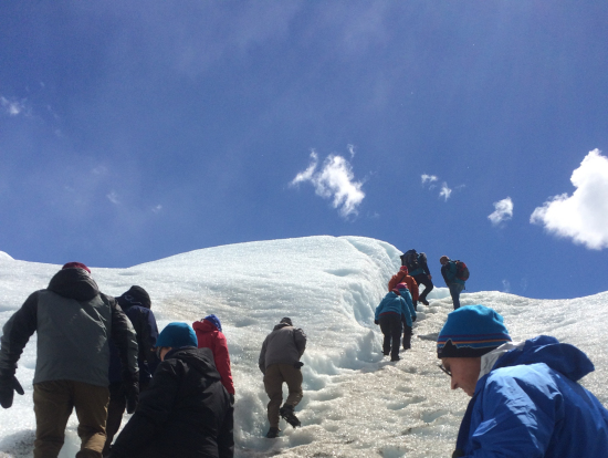 ガイドと氷河の歩行
