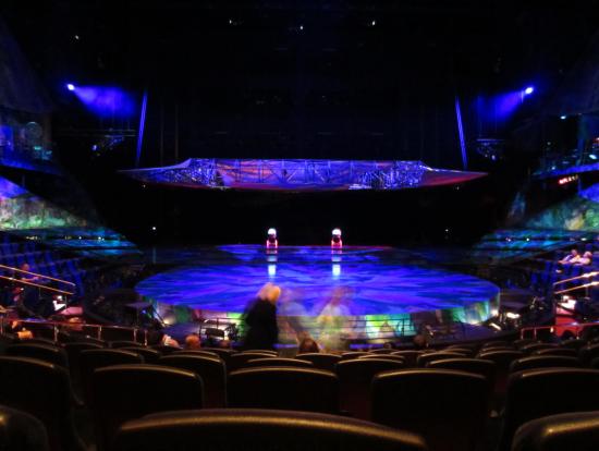 舞台はこんな感じです