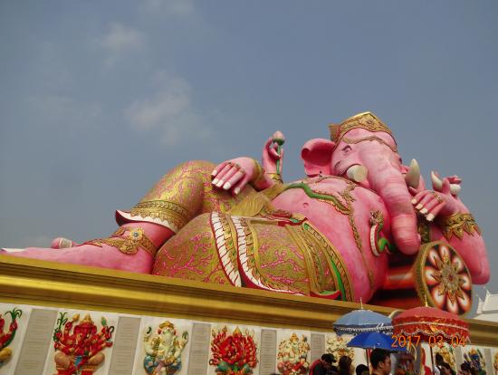 ワットサマーン寺院 ピンクのガネーシャ