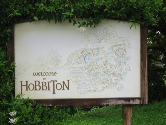 ホビット村入口の看板