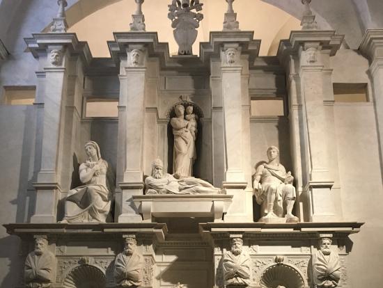 サン・ピエトロ・イン・ヴィンコリ教会のモーゼ像